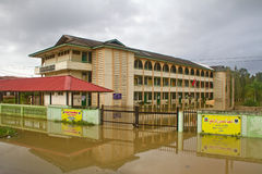 Islamische Schule in der Flut Stockfoto