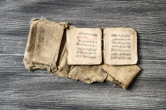 Islamische Texte und Gebetsbücher, sehr alte religiöse Bücher, islamische Bücher, islamische Bücher, islamische Symbole und Gebet Lizenzfreie Stockfotos