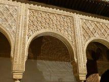 Islamisk ärke- design på Nazareneslottarna, Alhambra, Granada Royaltyfria Bilder