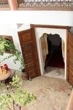 Islamisk arabisk inomhus arkitektur Arkivbild