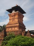 Islamisk moské för torn eller minaret för röda tegelstenar Royaltyfri Fotografi