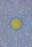 Islamisk motivdesign på taket av en moské Arkivbilder