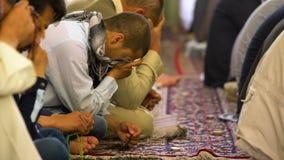 Islamiskt be för folk lager videofilmer