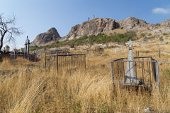 Islamitisch kerkhof in Osh, Kyrgyzstan stock afbeeldingen