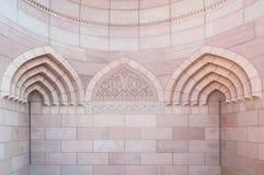 Islamitische architectuur van Sultan Qaboos Mosque, Muscateldruif, Oman Royalty-vrije Stock Fotografie
