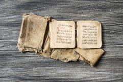 Islamscy teksty, modlitewne książki, bardzo stare religijne książki, Islamskie książki, Islamskie książki, Islamscy symbole i mod zdjęcia royalty free