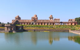Islamska antyczna Historyczna architektura, jahaj mahal, mandav, madhyapradesh, India zdjęcie stock