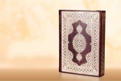 Islamski Książkowy Koran na tle Zdjęcia Stock