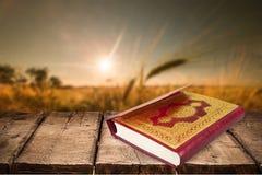 Islamski Książkowy Koran na tle Fotografia Stock