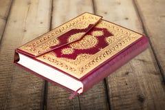 Islamski Książkowy Koran na tle Zdjęcie Royalty Free