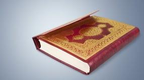 Islamski Książkowy Koran na tle Obrazy Stock