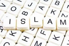 Islamtiteltext-Wortkreuzworträtsel Alphabetbuchstabe blockiert Spielbeschaffenheitshintergrund Weiße alphabetische Buchstaben auf Lizenzfreie Stockfotografie