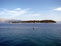 Island&boat. Arkivbild