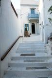 Island& x27 di Nisyros; casa e scala storiche del villaggio di s Immagini Stock Libere da Diritti