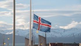 Island-Flagge in Husavik Lizenzfreie Stockfotos