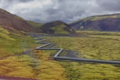 Island geotermiska rörledning royaltyfria foton