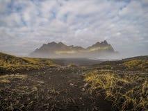 Island - härlig bergskedja arkivbild