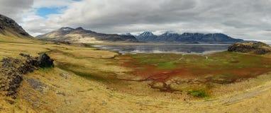 Island.  härligt berglandskap i Lonsoraefi berg royaltyfri foto