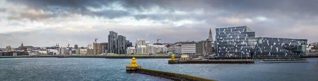 Island-Hafen mit harpan Lizenzfreie Stockfotos