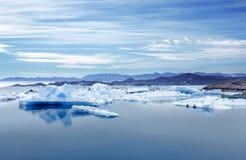 Island, Jokulsarlon-Lagune, schönes Landschaftsbild der isländischen Gletscherlagunenbucht Stockfoto