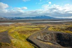 Island-Landschaft mit Flüssen und Bergen Lizenzfreie Stockfotografie