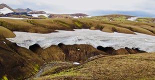Island, Laugavegur-Wanderung, mehr Schnee ist happines lizenzfreie stockfotografie