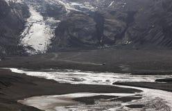 Island. Södra område. Eyjafjalajokul glaciar tunga, flod och 4w Royaltyfria Bilder