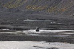 Island. Södra område. Eyjafjalajokul vulkanisk sand, flod och 4wd Royaltyfri Fotografi