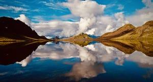 Island sjö Alftavatn, Laugavegur trek royaltyfria bilder