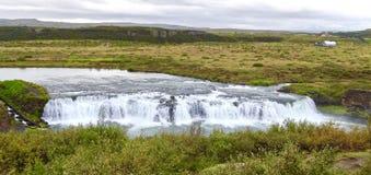 Island, Wasserfall nahe durch goldenen Kreis stockfotografie