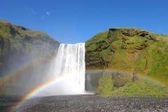 Island-Wasserfall und doppelter Regenbogen Stockfotografie