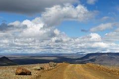 Islandia - camino en la distancia imagenes de archivo
