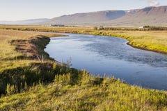 Islandzki krajobraz w Varmahlio wiosce. Obrazy Stock