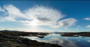 Islandzki landscap z geotermiczną rośliną w odległości zbiory wideo