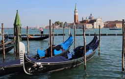 Islannd гондол и Сан Giorgio Maggiore в Венеции, Италии стоковое изображение rf