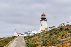 Islas de Berlengas, Portugal - 21 de mayo de 2018: Faro encima de la reserva de naturaleza de Berlengas fotografía de archivo libre de regalías