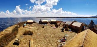 Islas de los乌罗什,的喀喀湖,秘鲁 免版税库存照片