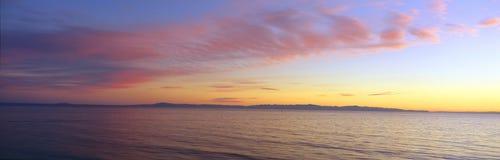Islas del Canal y el Pacífico en la puesta del sol, Ventura, California Foto de archivo libre de regalías