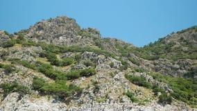 Islas del Egeo en los bancos pedregosos almacen de metraje de vídeo