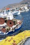 Islas del Griego de los barcos de pesca imagen de archivo