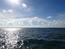 Islas del mangle y océano abierto en las llaves de la Florida fotografía de archivo libre de regalías