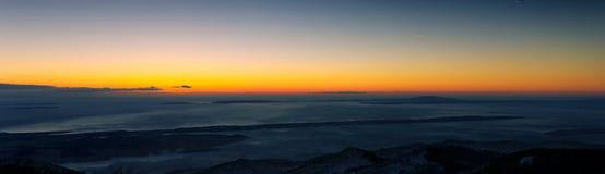 Islas del mar en el panorama de la puesta del sol Imágenes de archivo libres de regalías