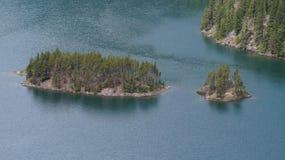 Islas en el lago Diablo, Washington State, los E.E.U.U. Foto de archivo libre de regalías
