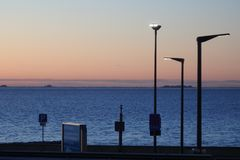 Islas en Mar del Norte en el horizonte de la terminal de transbordadores Foto de archivo libre de regalías