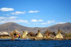 Islas flotantes en Titicaca, Perú de Uros Imagen de archivo