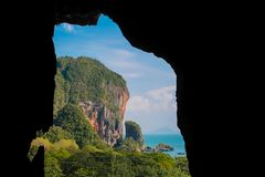 Islas hermosas en la bahía de Pha Nga en la cueva de Tailandia imágenes de archivo libres de regalías