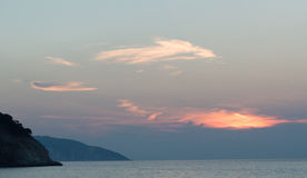 Islas jónicas de la puesta del sol de la playa de Myrtos Fotografía de archivo libre de regalías