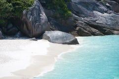 Islas salvajes de Similan de la costa foto de archivo libre de regalías