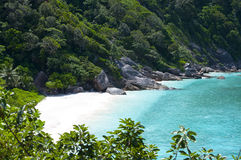 Islas salvajes de Similan de la costa foto de archivo