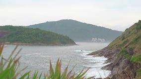 Islas y aguas de mar tropicales verdes de los azules turquesa El lugar de las vacaciones en país caliente metrajes